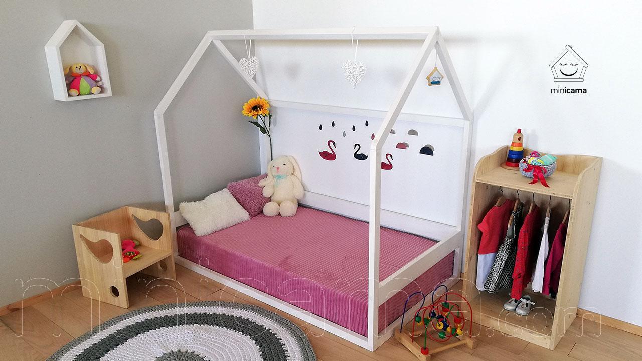 Cama Casita Alegría de MiniCama.com para habitación Montessori
